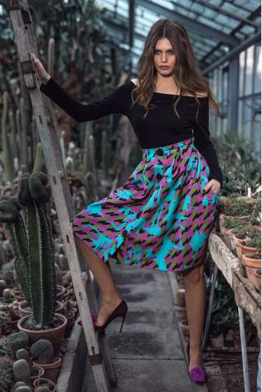 Pleated, abstract signature print skirt